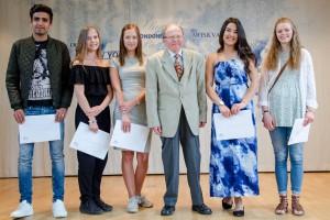 Årets Tegnefeldtstipendiater fr.v Javid Mohamadi, Maria Gottfridsson, Bengt-Erik Tegnefeldt, Ingrid Dahlsjö, Sofia Almfjord